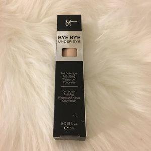 IT Bye Bye Under Eye Concealer Light Beige 11.5